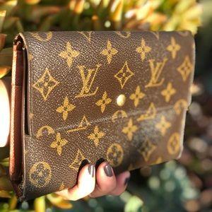 Authentic Louis Vuitton Passport /Pochette Wallet
